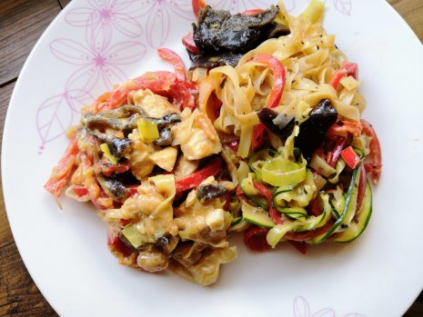 Mogyorós csirke & pad thai 2.0 csökkentett ch tartalmú barnarizs tésztával