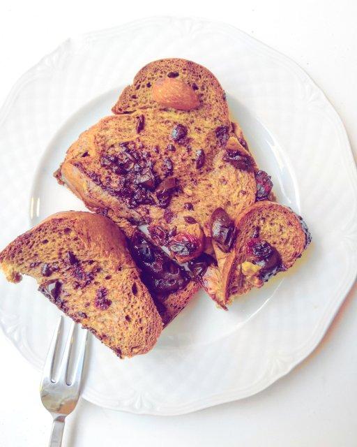Csokoládés kenyérpuding, házi mandulatejjel, cukormentes étcsokival, és csökkentett ch-s kalácsból.
